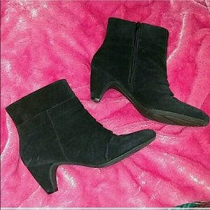 Samuel black booties wirh heel